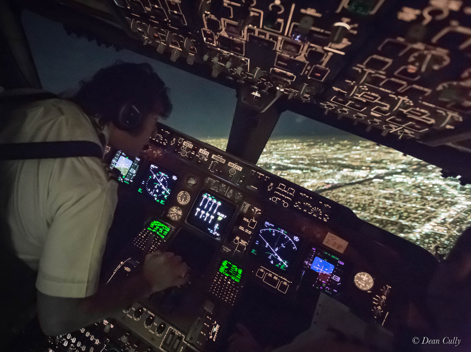 Inside a Boeing 747-400—Taking a Hands-On Approach