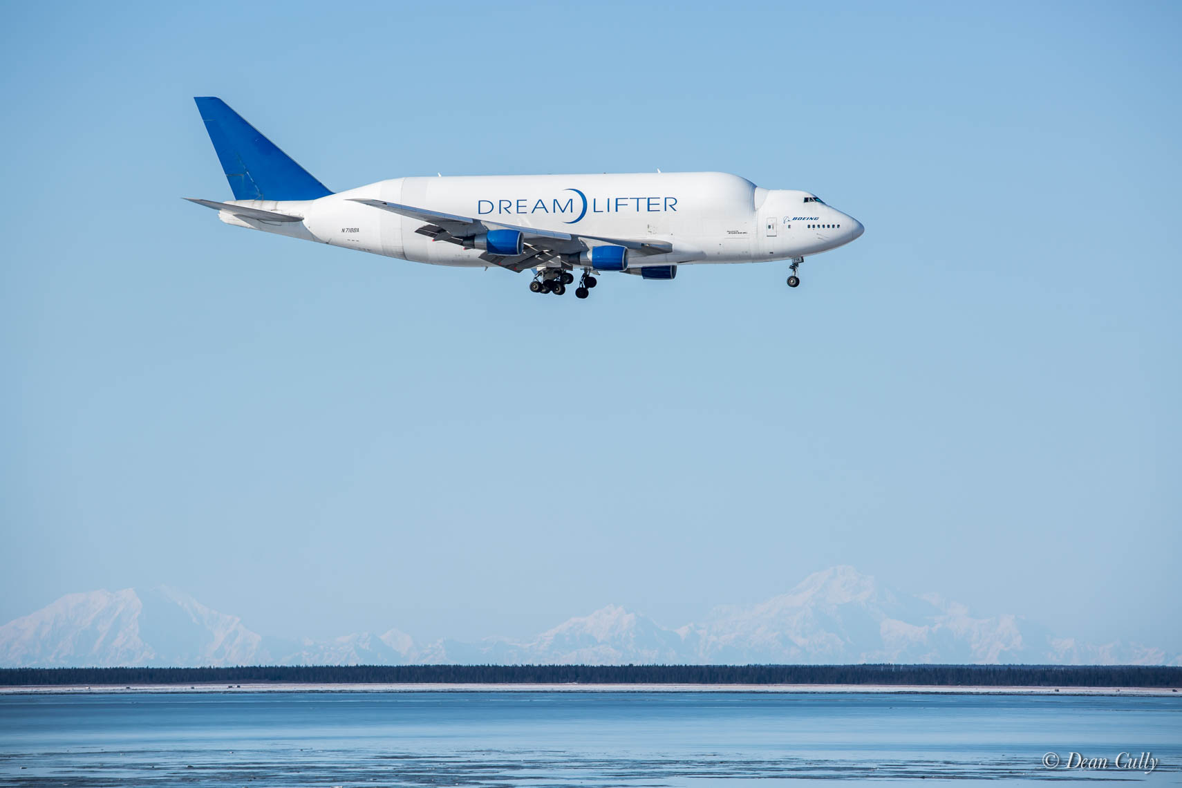 A Dreamlifter Arrives